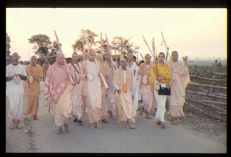 Самый большой сборник архивных видеозаписей о А.Ч. Бхактиведанта Свами Прабхупада. Лекции, прогулки, программы.