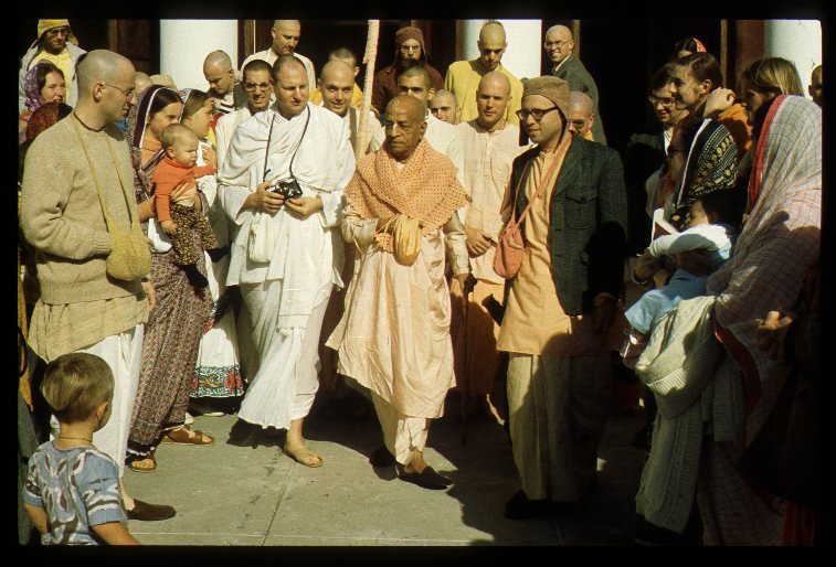 """История из жизни Шрилы Прабхупады """"Никогда не пытайся обмануть духовного учителя"""""""